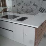 blaty kuchenne z konglomeratu kwarcowego Crystal Polar White