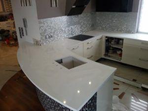 blaty kuchenne z konglomeratu kwarcowego Crystal Absolute White
